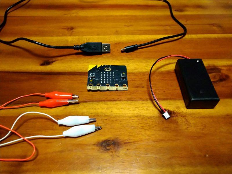 マイクロビット 必要な物 電池ボックスとUSBケーブルとワニクリップ